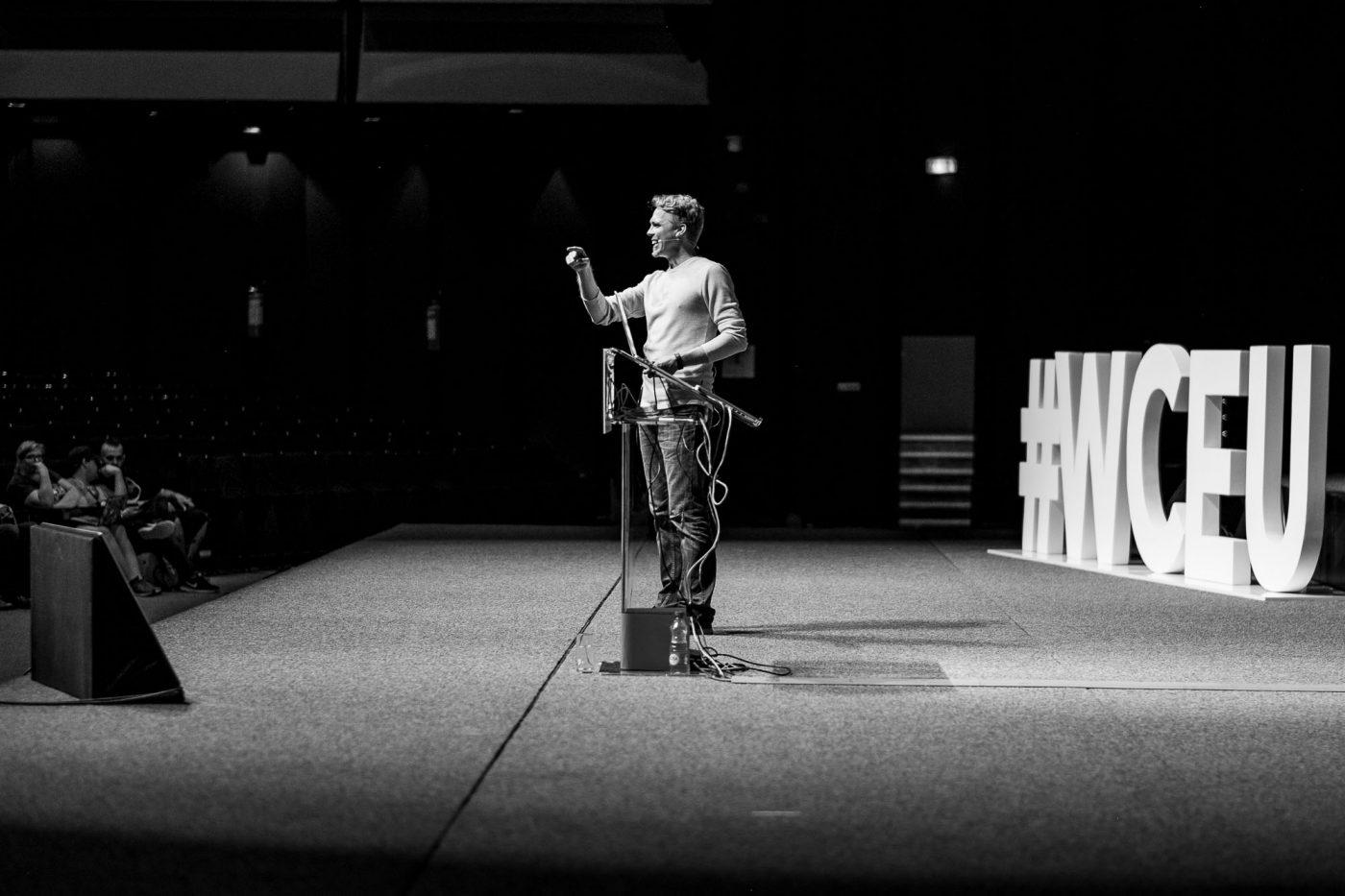"""Morten Rand-Hendriksen während seinem Vortrag zu """"Ethics in Webdesign"""""""